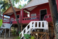 Green Park Beach Resort - Luxury Red and White huts of Green Park Beach Resort on Palolem Beach,Goa. -
