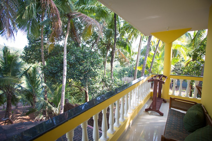 Monkey rooms cottages resort in agonda beach goa india for Balcony jungle