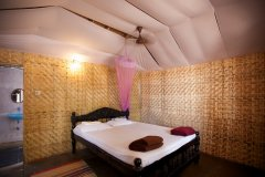 Agonda Paradise Resort - Sea View Beach Hut Bedroom -