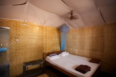 Agonda Paradise Resort - Beachfront Hut Bedroom -