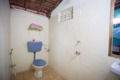 Hidden Gourmet Resort Patnem Beach Beach Cottage Bathroom -