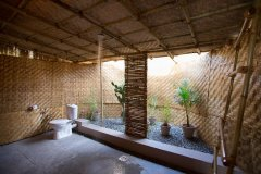 Surya Cafe and Huts Beachfront Hut Bathroom -